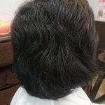 くせ毛だから髪が広がっていつも爆発しています でも髪の長さを短くしたくないの…