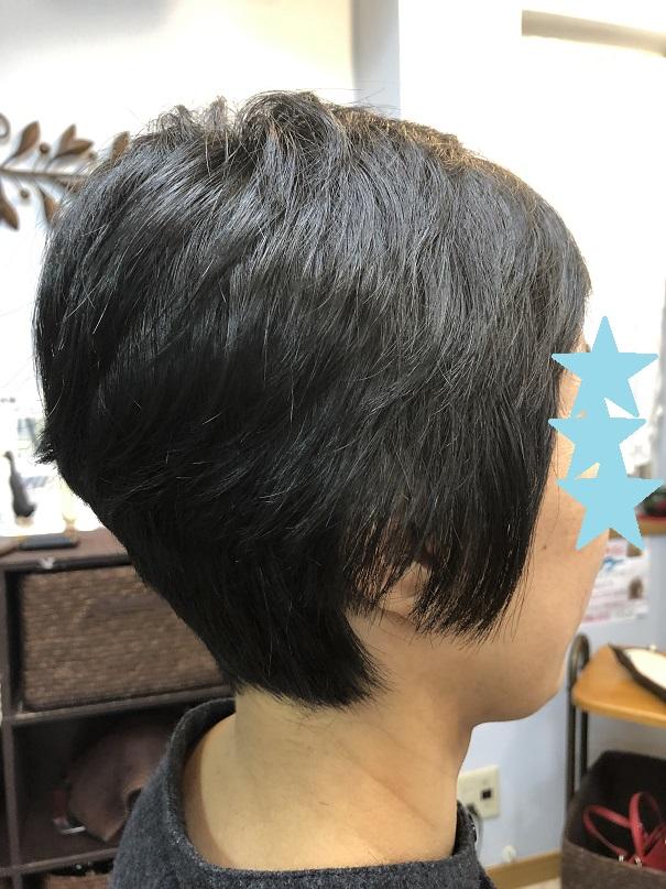 髪が伸びると、ハネてたいへん!